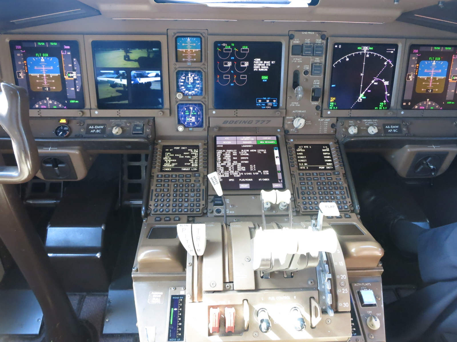 I Got A Photo Taken Of Me In The Captains Seat Singapore Airlines 777 But That Was New Delivery Aircraft At Boeing And Popped Up To Cockpit