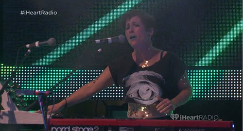 Even the keyboard player had an eye on her shirt.