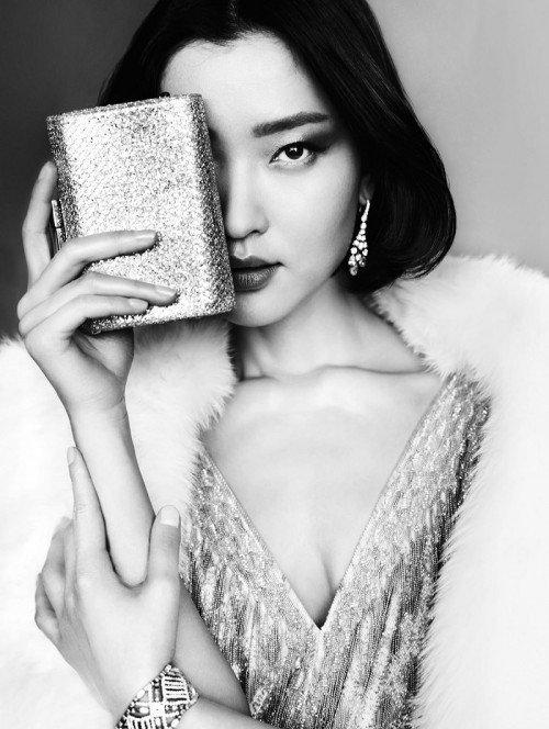 "Du Juan en Vogue China.  Ella se promociona como ""la primera supermodelo internacional de China""."