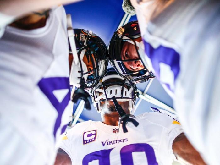 Peterson Pregame O-line Huddle