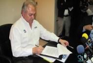 Firma Gobernador Osuna decreto de exención de vinos mexicanos (Baja California)