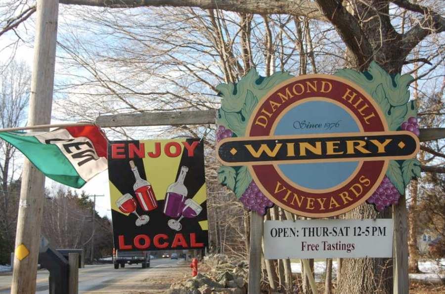 Diamond Hill Vineyards Sign / Photo: Marguerite Barrett