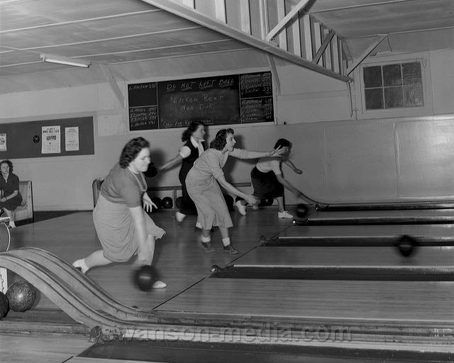 Retro Bowling - Bowlounge Dallas