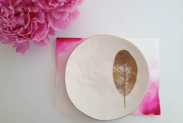 DIY Tutorial: watercolour placemats by Carrie Southall as featured on The National Vintage Wedding Fair blog