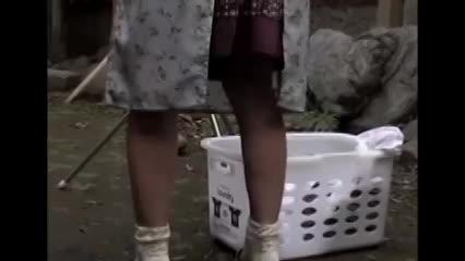 熟女の無料jyukujyo動画。年老いた義父に身体を求められる息子嫁の美熟女!