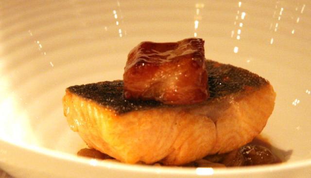 Carne de porco com chucrute e ova-passas defumada