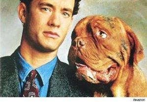 Quitando al perro, sirve como cartel para cualquier otra peli de Tom Hanks.