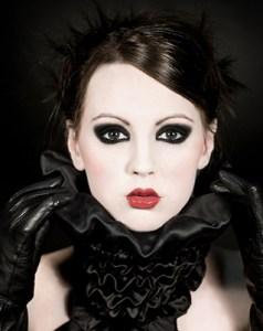 classicgoth 238x300 Maquillaje para Halloween