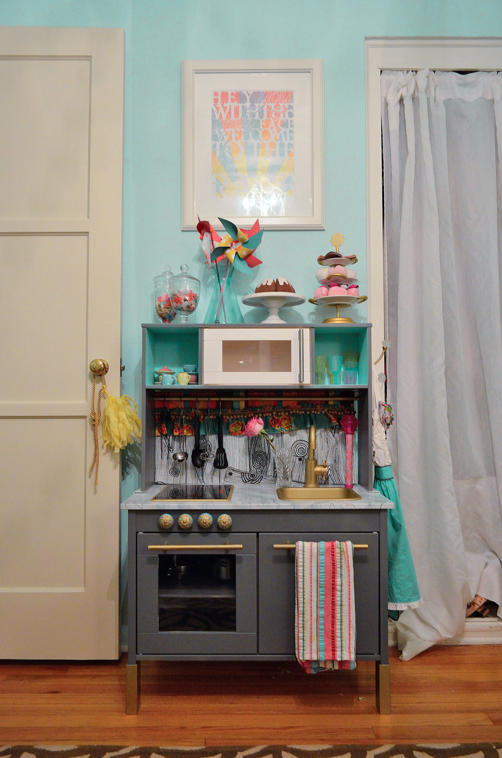 BigGirlRoomDay1_KitchenSet
