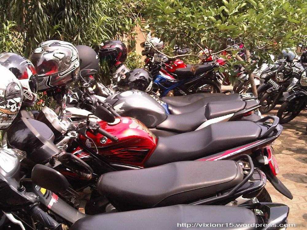 motor ane (disebelah) CBR 250 R haha (1/3)