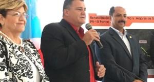 La alcaldesa de Ponce, María Meléndez Altieri y los legisladores Víctor Vasallo Anadón y Ramón Ruiz Nieves.