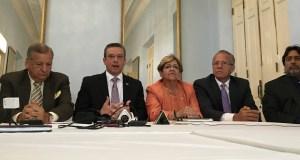 Gobernador reunido con alcaldes.