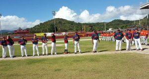 Los jugadores de la novena de Patillas momentos antes del inicio del partido.