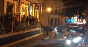 Culson a su paso por la calle Isabel, frente al restaurante Campioni.