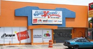 Supermercado de Camisetas en Ponce.