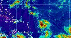 La fuerte onda tropical se encuentra actualmente a 850 millas al este de las Antillas Menores. (