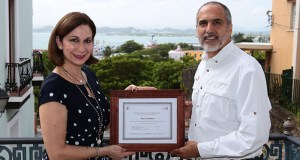 La directora ejecutiva de la CTPR, Ingrid I. Rivera Rocafort, junto al director ejecutivo de Para la naturaleza, Fernando Lloveras San Miguel.