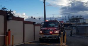 Cerca de 40 bomberos trabajaron en apagar el incendio.