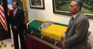 Ramón Nieves Ruiz, senador por el Distrito de Ponce, y Efraín De Jesús Rodríguez, representante por el Distrito 19, hicieron guardia de honor. (Facebook / Municipio de Sabana Grande)