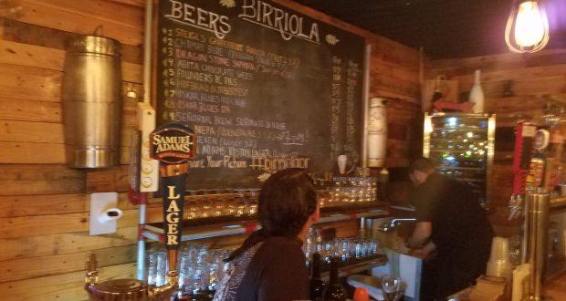 El establecimiento Birriola en Ponce se especializa en cervezas artesanales.
