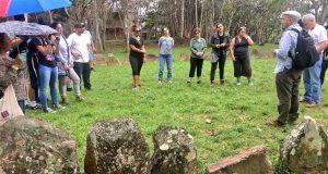 Los integrantes del taller visitaron el parque ceremonial Calá Abajo en el Bosque del Pueblo.