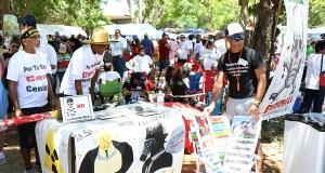 Diversas organizaciones tuvieron mesas con material informativo sobre otras luchas ambientales. (Voces del Sur / Pedro A. Menéndez Sanabria)