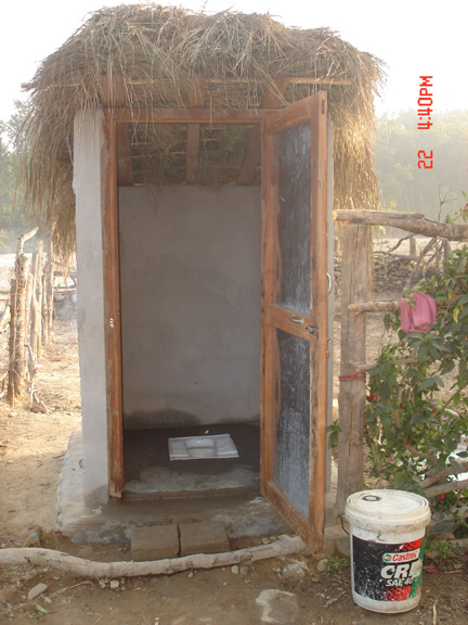Nepal: Women can lead toilet construction work and support their family (2/3)