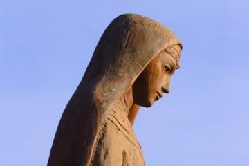 nun-statue