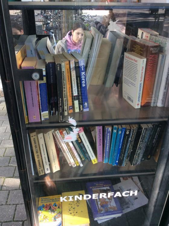 Ein Regal Voll Bucher In Der Stadt Familie Von Knobloch