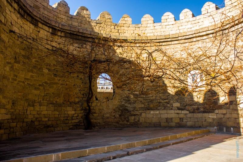 Стены старого Баку