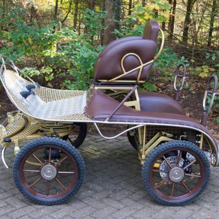 6 Rex Koets marathonwagen Voskamp Hall in Eerbeek 06131 voskamp hall Zijaanzicht met 16 inch wielen