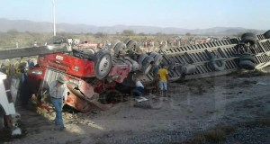 fatal-accidente-carretera-57-vuelca-tracto-camion-doble-remolque