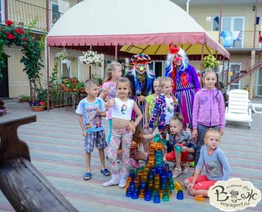 Отдых в Крыму с детьми. Заозерное. Гостиный двор Вояж. Детские праздники.
