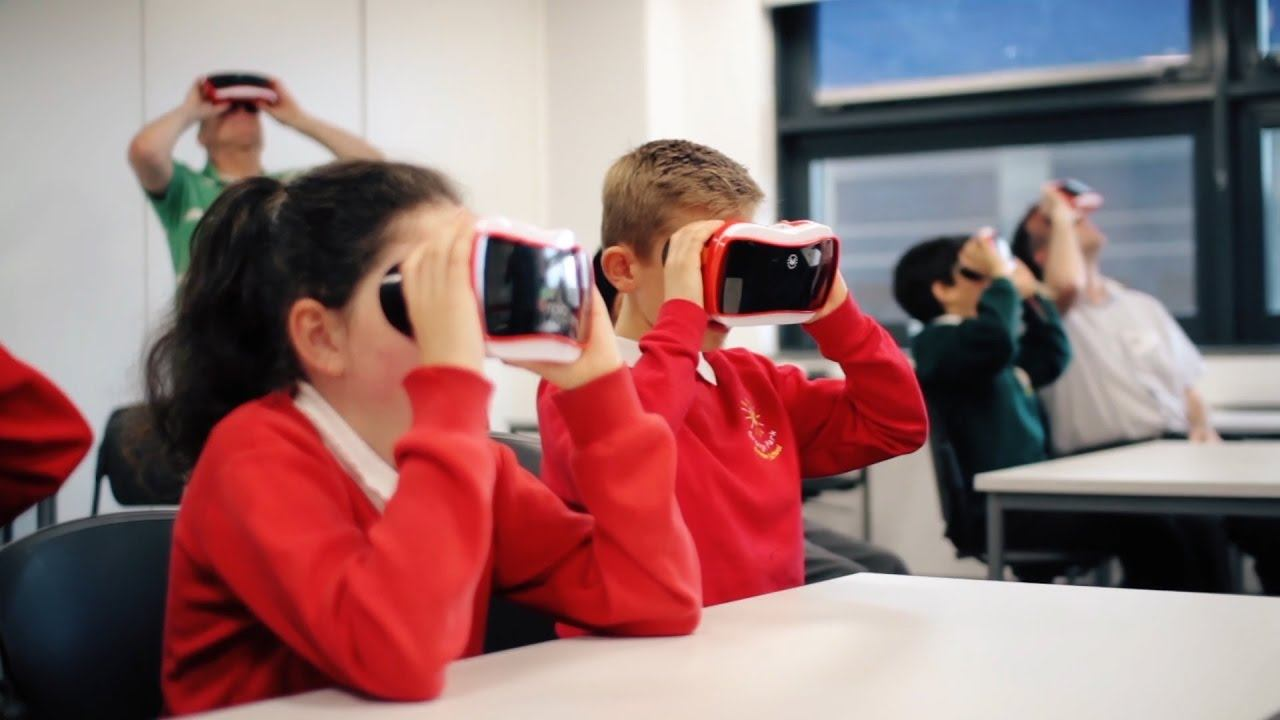 VR in the classrooms - kids in VR