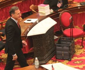 Gov. Peter Shumlin strides into the House chamber. Photo by Alan Panebaker