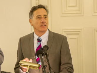 Gov. Peter Shumlin addresses the Senate Health and Welfare and House Health Care committees during a  joint meeting Tuesday at the Statehouse. Photo by Roger Crowley/for VTDigger