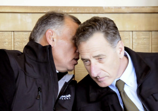 Ariel Quiros whispers to Gov. Peter Shumlin.