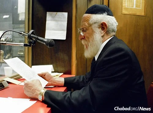 "Rabbi JJ Hecht talks on the radio in WLCC's office, March 1989. The show was broadcast on ""The Forward's"" WEVD station. (Photo: JEM/The Living Archive)"