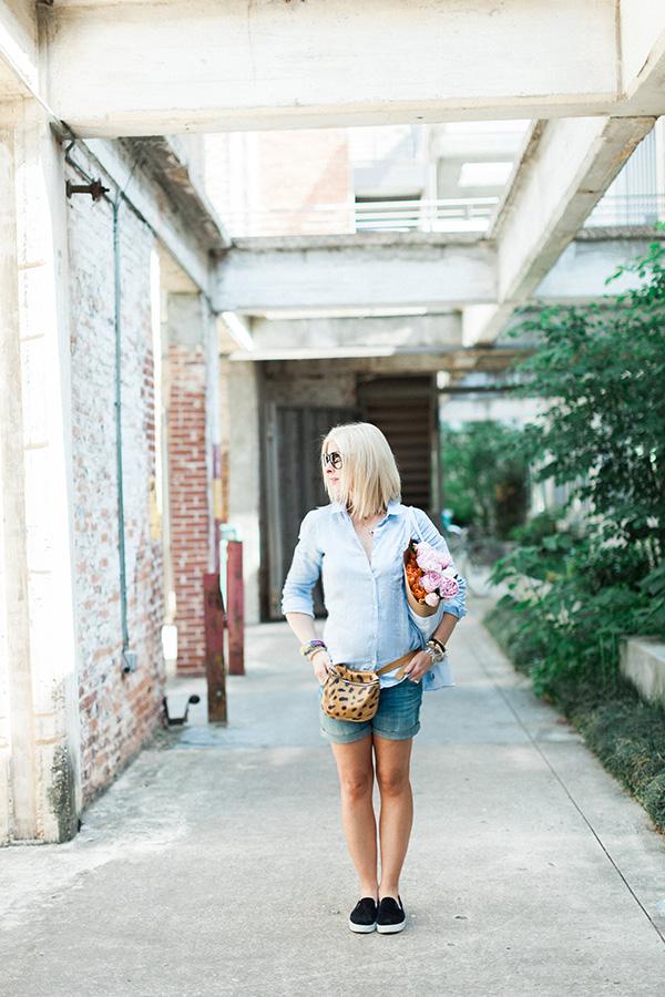 Outfits for summer: blue linen shirt and cutoffs
