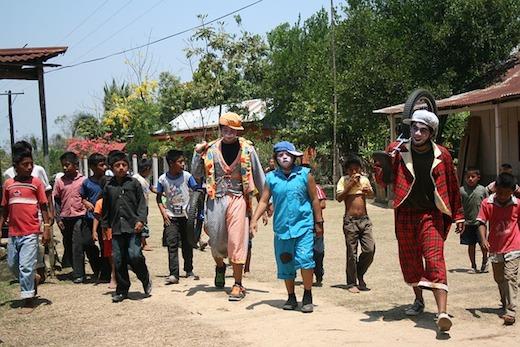 カンボジア人のサーカス