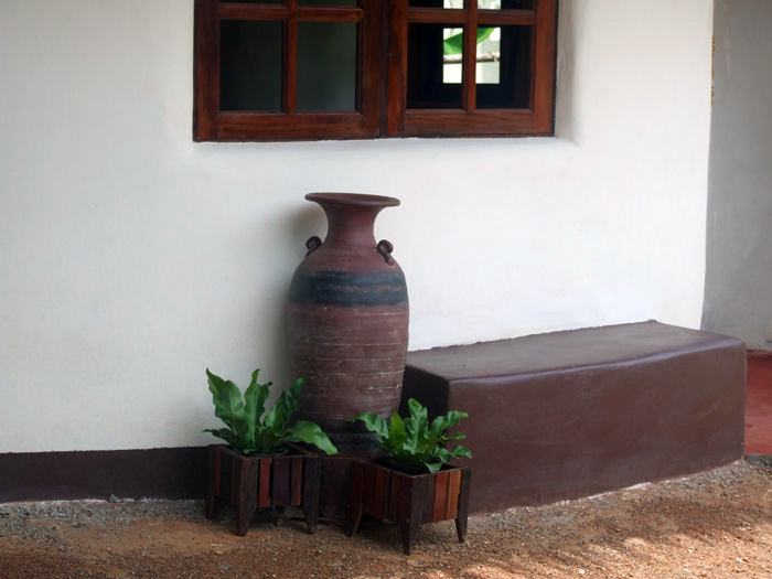 Exterior view with the earthbag bench