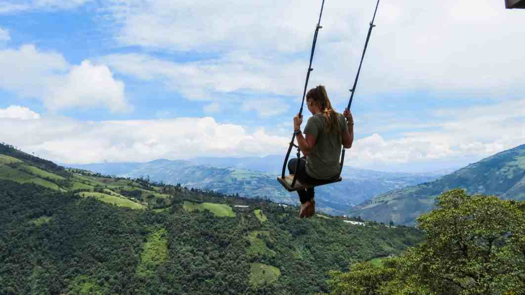 Swing at the end of the world, Baños