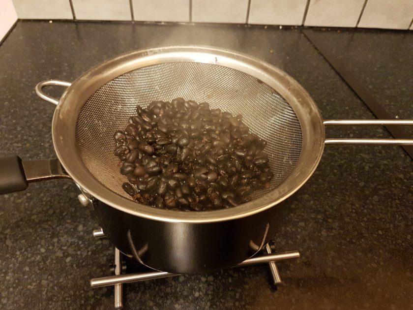 Black beans for pupusas