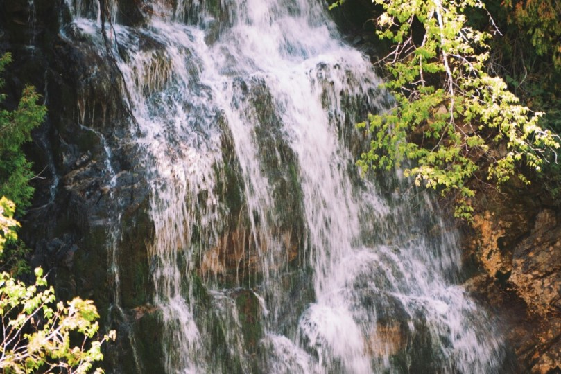 La Chute is French for waterfall.