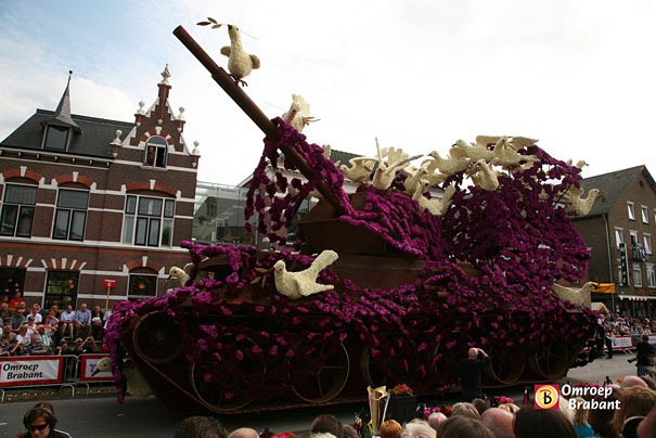 flower-sculptures-bloemencorso-netherlands-9