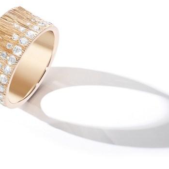 """Anillo Extremely Piaget """"Décor Palace"""" en oro rosa de 18 quilates engastado con 54 diamantes talla brillante (aprox. 1 quilates)."""