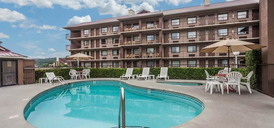 View of the Seasonal Outdoor Pool at the Baymont Inn and Suites Pigeon Forge Tn 960