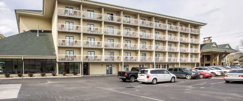 View of the Outside of Comfort Inn and Suites in Pigeon Forge at Dollywood Lane on the Parkway 960