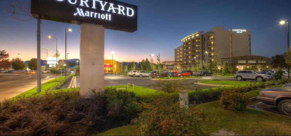 View of the Courtyard Marriott Pigeon Forge in the Evening from the Sign 960