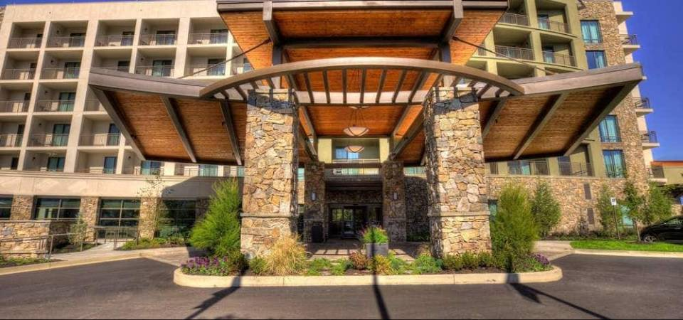 View of the Front Entrance to the Courtyard Marriott Pigeon Forge 960